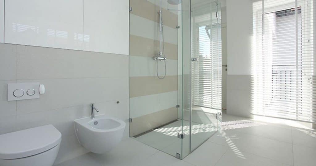 Glaswände für die barrierefreie Dusche von Mager Glas